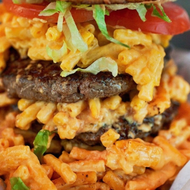 Triple Decker Mac' n Cheeseburger